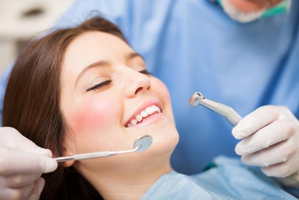 ¿Me hago un seguro dental?